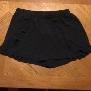 Women's Black Ruffle Dress Shorts Size Large  NWT